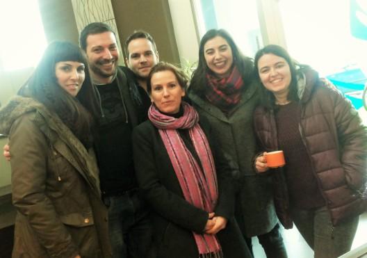 El grupo de francés B1+ Academia Olafrance tomando un cafecito después de la clase